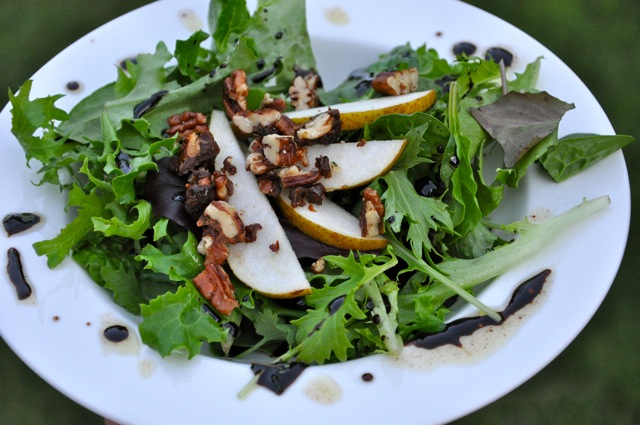Field-Greens-Salad-with-candied-Pecans