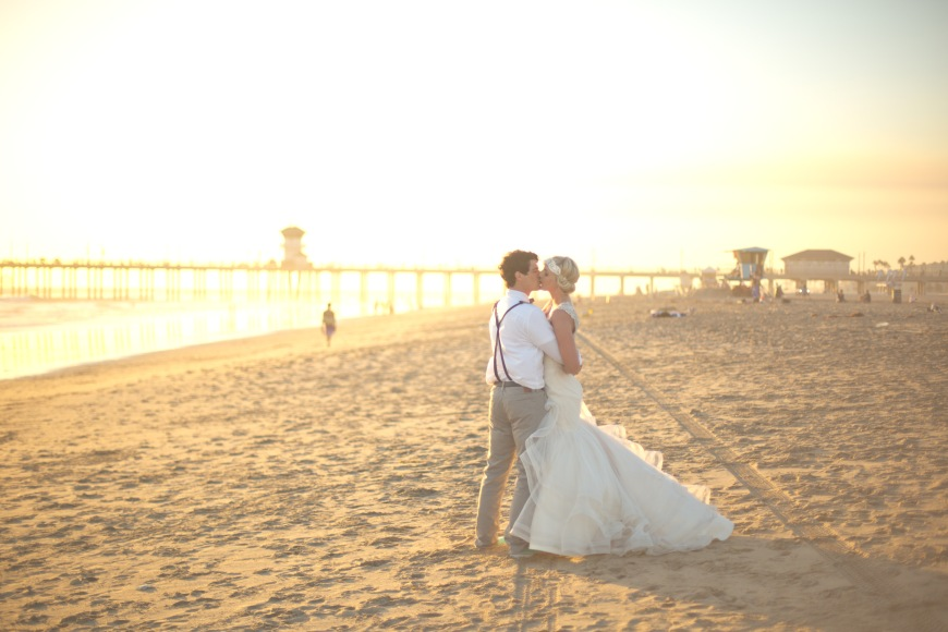 beachweddingorangecounty_sunsetkiss