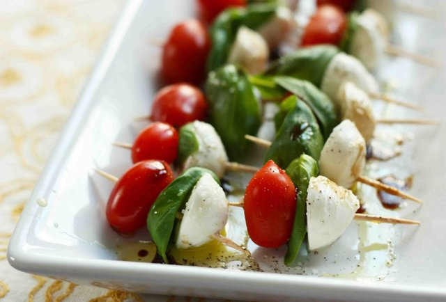 iatyourservicecaters_talian_caprese_skewers_appetizer