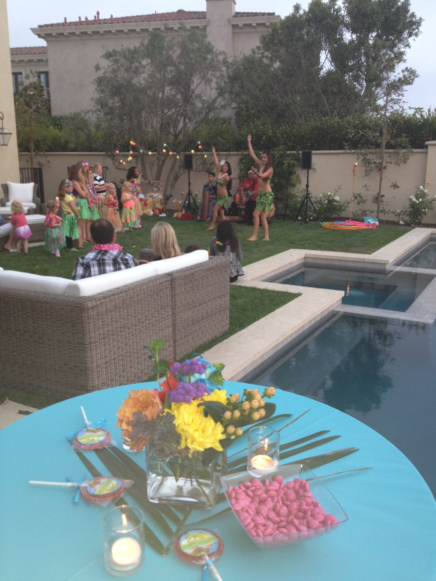 lagunabeachluaus_backyardparty3