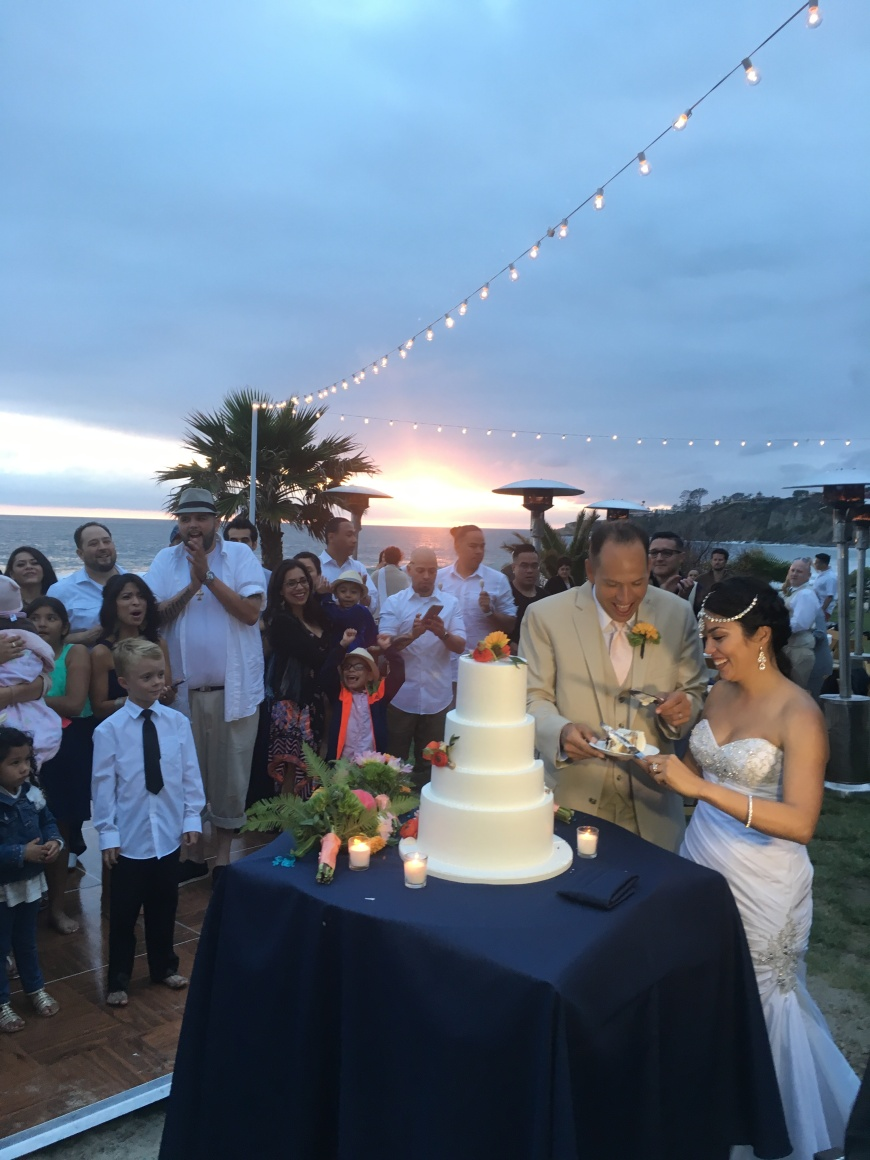 Veronika_DanielsSaltCreekWeddingCuttingCake